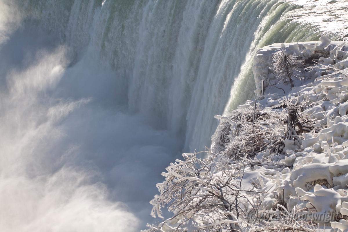 Frozen Niagara? (1)