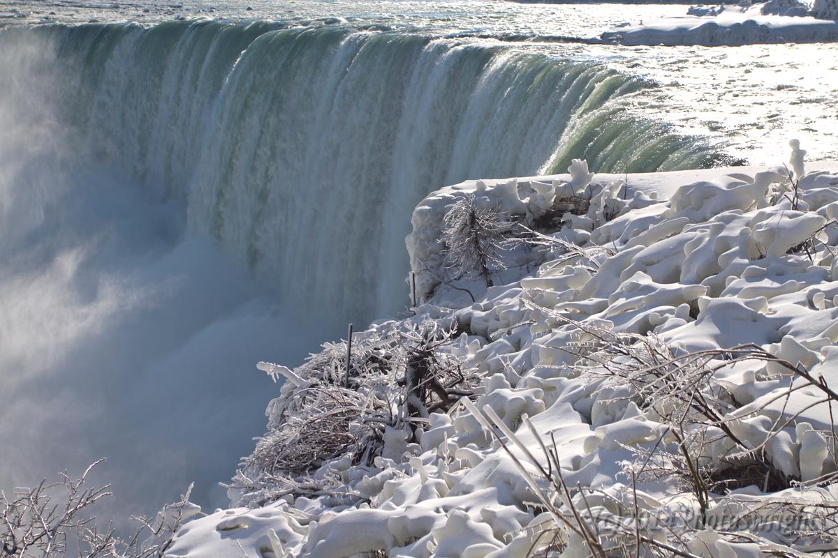 Frozen Niagara? (5)